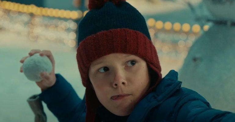 Новогодняя реклама: съедобный снегопад, больной Санта и папа-морковка